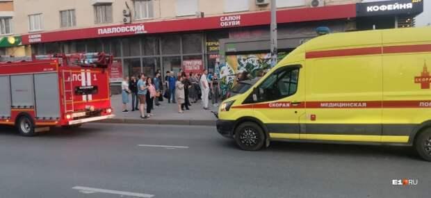 В Екатеринбурге автомобиль влетел в толпу пешеходов. Пострадали семь человек