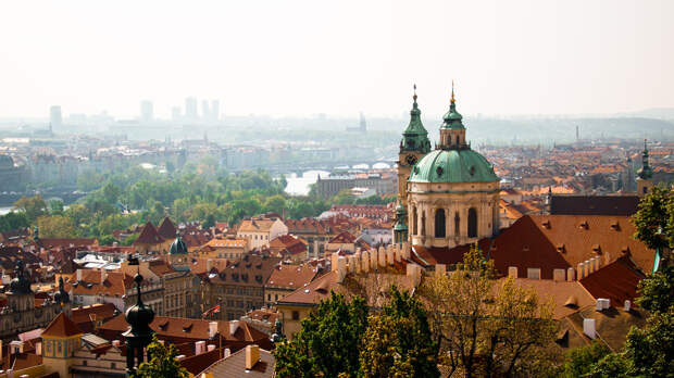Столицы Чехии и Австрии состязаются за возможность провести встречу Байдена и Путина