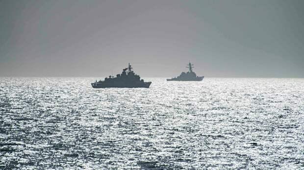 Эсминец ВМС США Портер и фрегат TCG Orucreis турецких ВМС в Черном море - РИА Новости, 1920, 17.04.2021