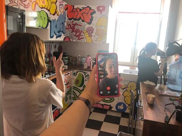 Ян Гэ снимает веб-сериал «Выйти нельзя остаться»