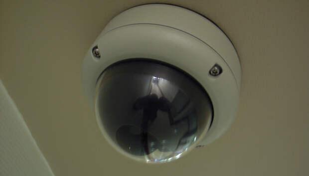 Житель Подольска повредил камеру наблюдения на подъезде