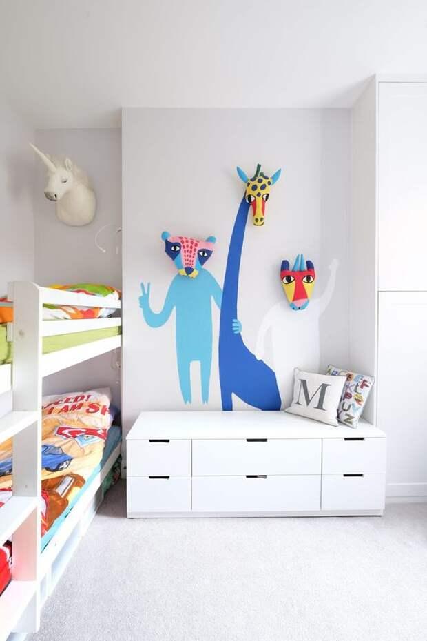Зверушки в детской комнате