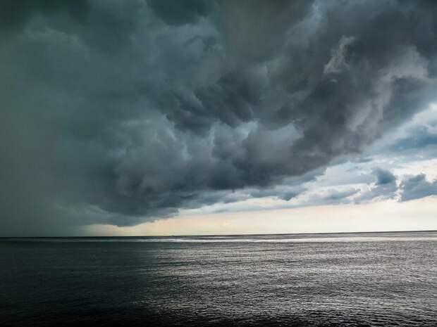 Таинственный мезоциклон зафиксировали над Чёрным морем