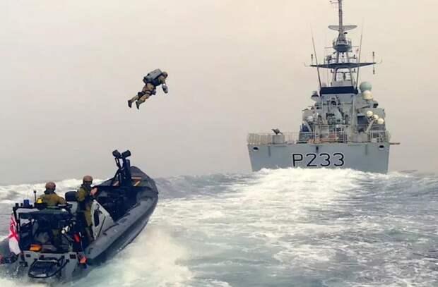 Британская морская пехота испытала реактивный ранец для захвата корабля