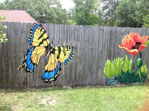 Очень красивое и красочное решение, которое способно преобразить любой забор. /Фото: avalito.co