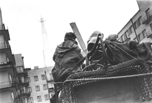 «Квартиру дали!»: фотографии одного из самых счастливых моментов в жизни советского человека