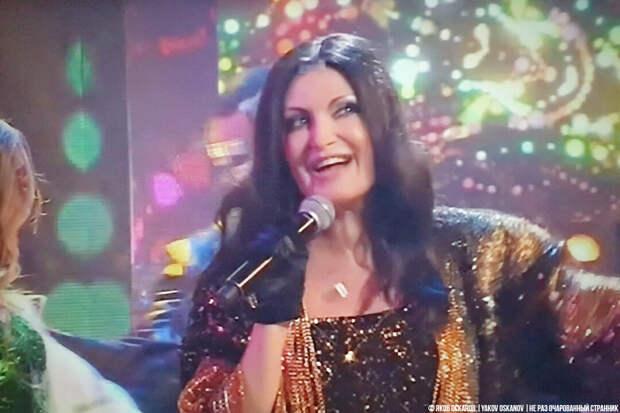 Женщина похожая на Ротару спела песню Ротару. Однако интрига