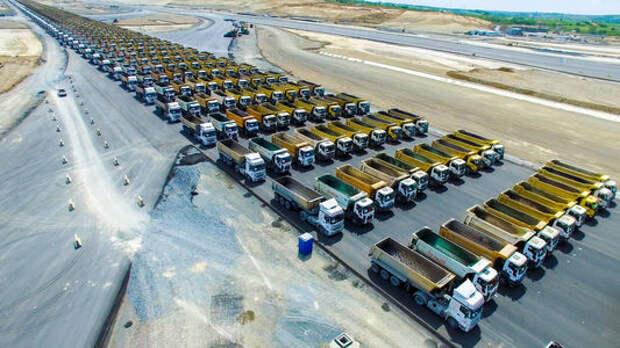 Колонна из 1453 грузовиков пошла парадом на мировой рекорд