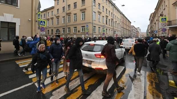 Сторонники Навального не смогли вывести россиян на незаконные митинги