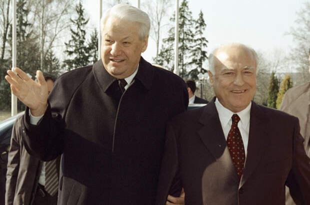 Первый президент России Борис Ельцин и Чрезвычайный и Полномочный Посол России на Украине Виктор Черномырдин. 2003 год