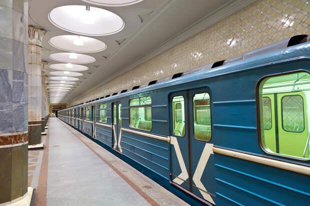 Москвичу грозит штраф в 1 млн рублей за спуск на рельсы в метро
