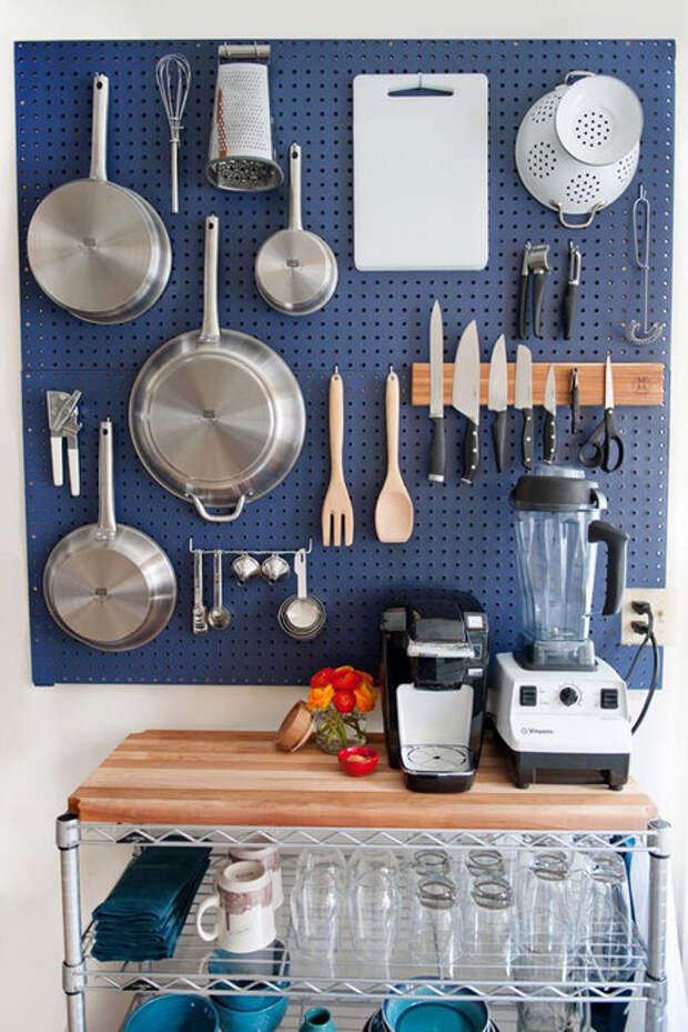 Удобная система хранения на кухне.
