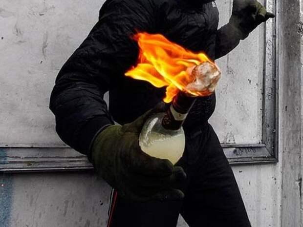 Подросток из Татарстана пытался поджечь здание РОВД, ранил ножом полицейского и был застрелен