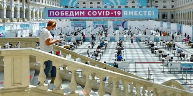 Врачи настоятельно рекомендуют пациентам с онкологией привиться от COVID-19. Фото: Ю. Иванко mos.ru