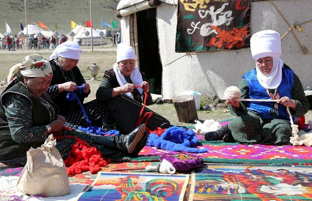 От козьего поло до конных поцелуев: традиционные игры кочевников в Кыргызстане