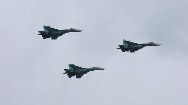 Российский Су-27 сопроводил самолет ВВС США над Балтийским морем