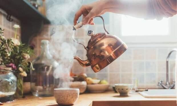 Каждый из нас греет воду по много раз.  Фото: cleanadvice.ru.