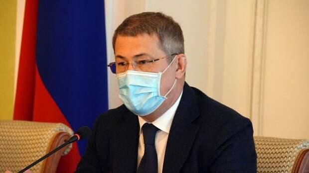 Глава Башкирии отложил ужесточение антиковидных мер из-за нехватки вакцины