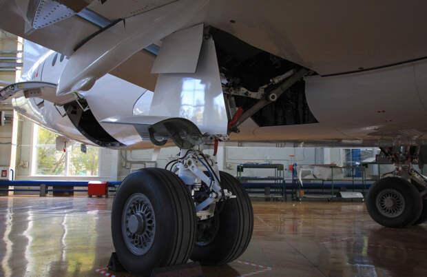 """""""Иркут"""" ищет разработчика прототипов системы шасси для Sukhoi Superjet"""