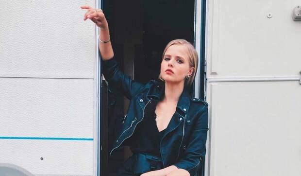 «Посмотрите, у меня вырос живот»: Саша Бортич в прозрачном платье вызвала недоумение