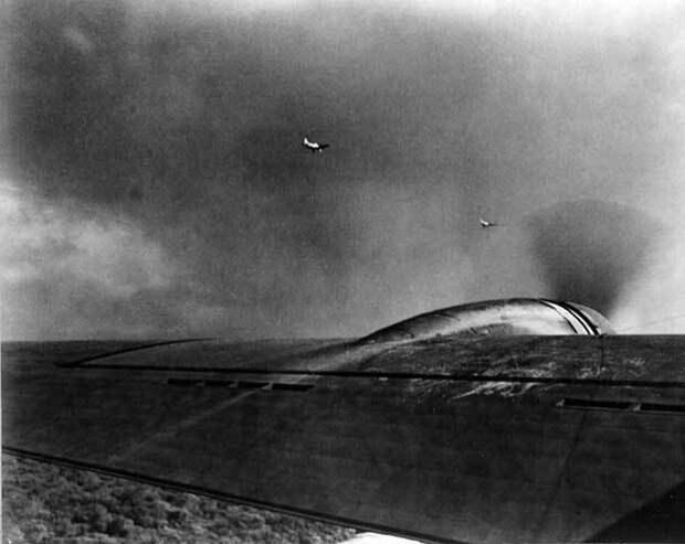 """Два японский флот Aichi D3A1 Тип 99-носители бомбардировщики (""""Val"""") ..."""