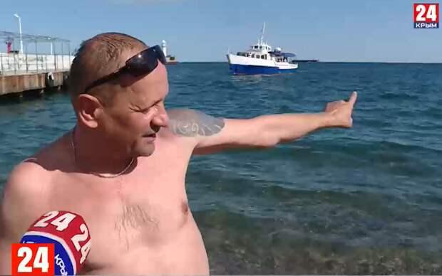 На ялтинской набережной туристы купаются в сточных водах