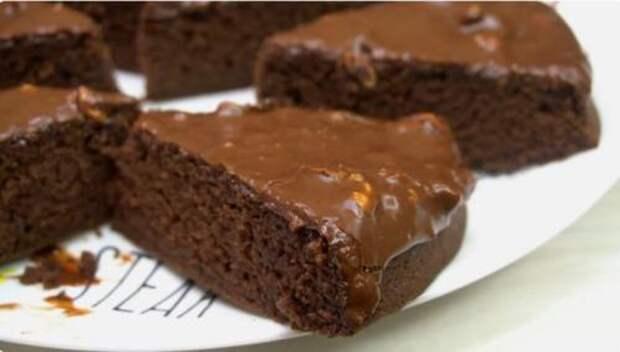 Я просто смешиваю печенье с молоком, ставлю в духовку и получаю шоколадный торт. Делюсь рецептом