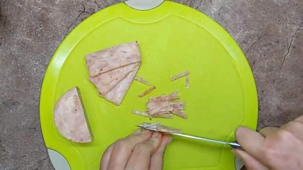 Вкуснейший и очень нежный салат «Бычок» на новогодний стол