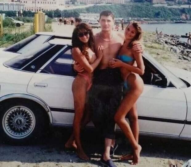 """""""Девушки, бандиты, водка, разруха"""": архивные снимки и воспоминания о 90-х"""