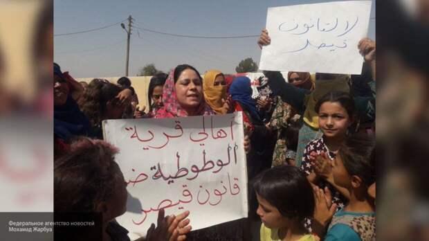 Сирийские жители с детьми вышли на протесты против агрессии США и Турции