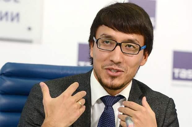 Дмитрий Габитович Абзалов, президент Института стратегических коммуникаций. Источник изображения: https://vk.com/denis_siniy