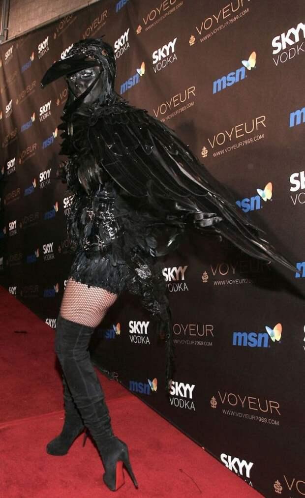 Модель Хайди Клум показала свои костюмы на Хэллоуин (13 фото)