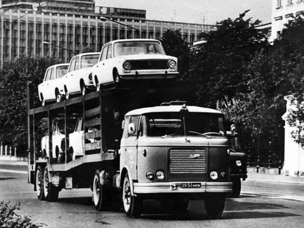 Несколько ВАЗ-2101 на автовозе Skoda 706 RTTN СССР, автомобили, советская техника, советские машины
