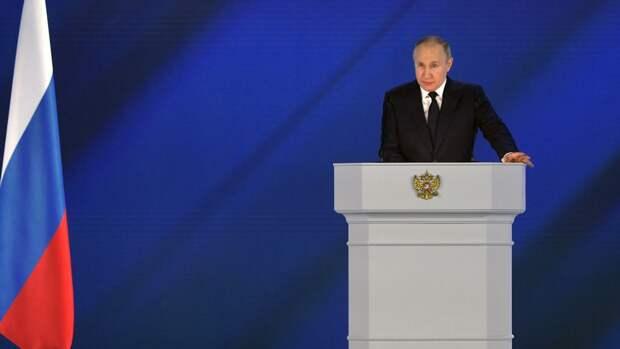 «Это высокий класс»: режиссер Шахназаров увидел в послании Путина тайный намек Западу