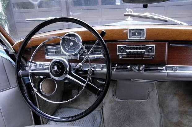 Машина вне времени. Mercedes-Benz 300 SC