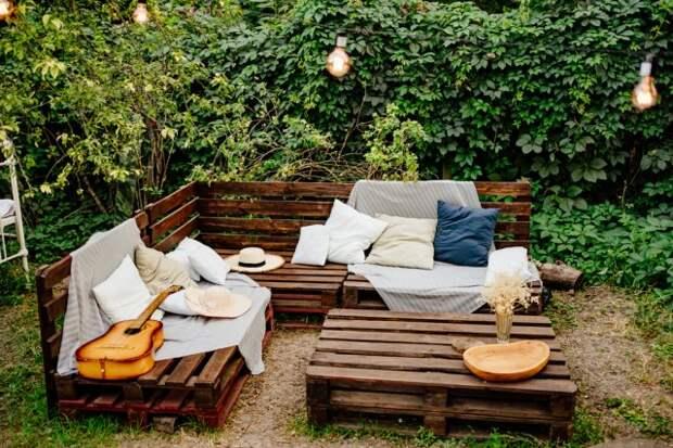 палеты в саду