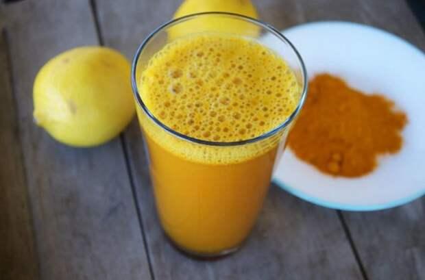 10 реальных причин пить теплую воду c куркумой по утрам