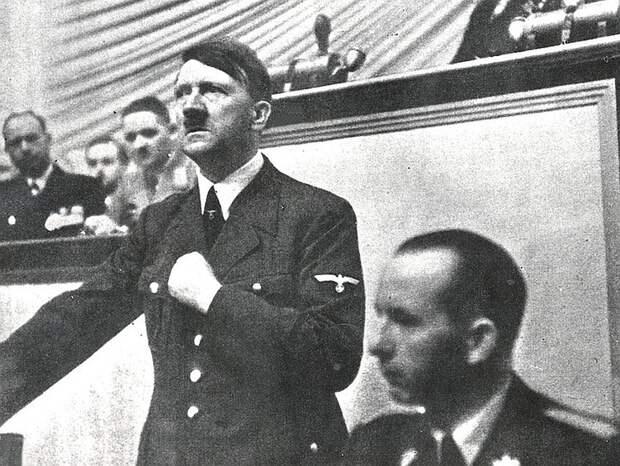 Адольф Гитлер на трибуне Рейхстага, сентябрь 1939 г. Фото: GLOBAL LOOK PRESS