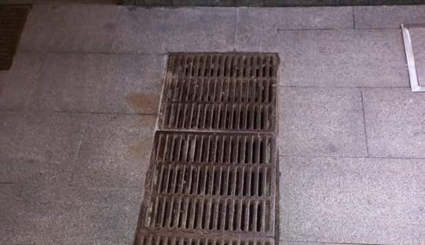 В подземном переходе на проспекте Мира отремонтировали решетку водостока