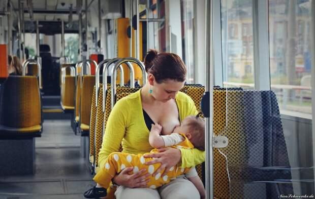Мама кормила ребенка грудью в автобусе. Когда водитель сделал это объявление, она не поверила своим ушам...