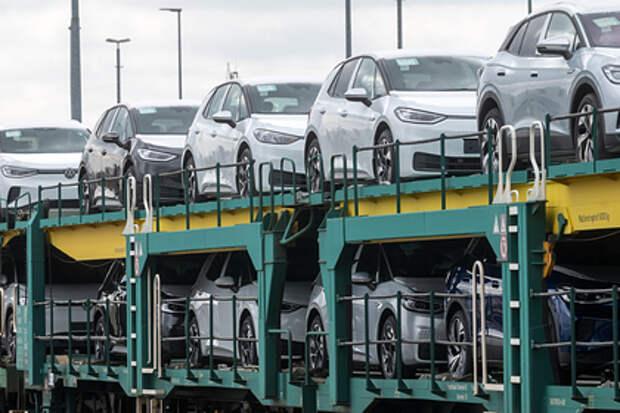 Россиянам советуют не спешить с покупкой автомобиля