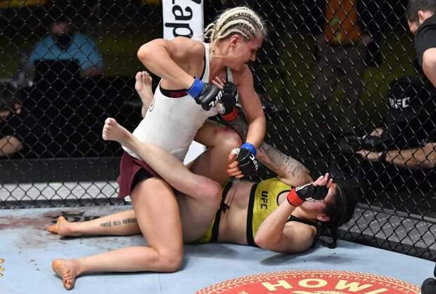 215 ударов за 15 минут. Русская красавица из UFC уничтожила соперницу, оставив на ее лице кровавое рассечение