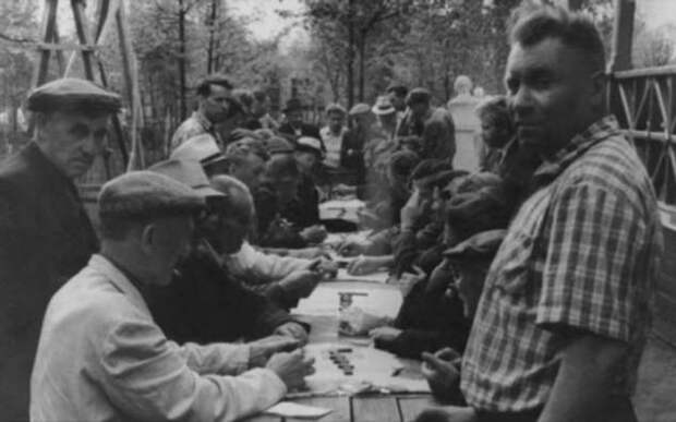 Как отдыхали и чем увлекались мужчины в СССР