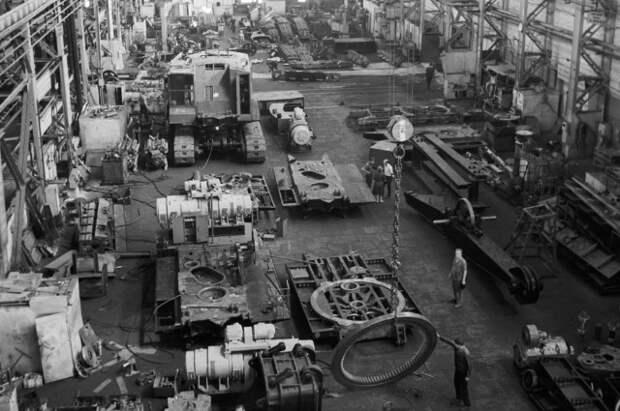 25 лет приватизации в России: что осталось от страны заводов и фабрик?