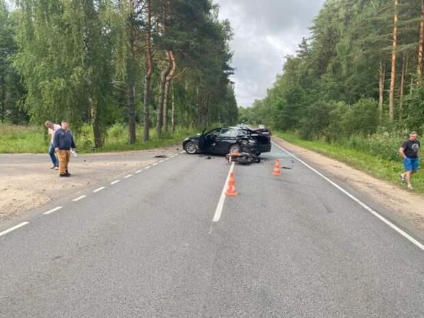 Иномарка сбила молодого мотоциклиста в Тверской области