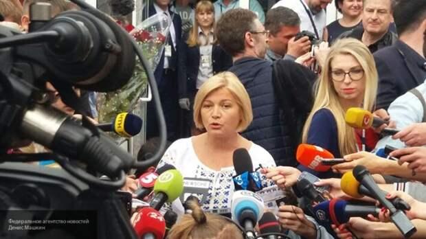 Геращенко обвинила Зеленского в попытках легализовать российские паспорта на Украине