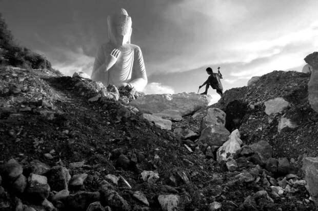 Работа скульптора в Мьянме. Автор фотографии: Аунг Йя (Aung Ya).