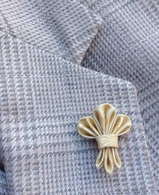 Бутоньерки и брошки оригами (подборка)