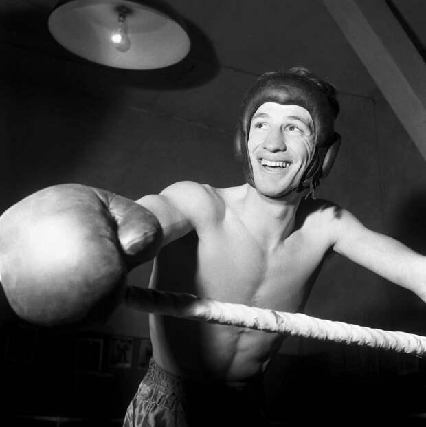 Жан-Поль Бельмондо - чемпион Парижа по боксу
