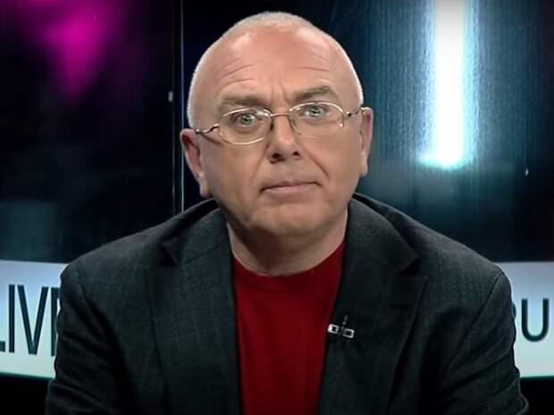 Телеканал «Дождь» решил уволить Павла Лобкова